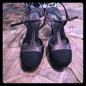Tory Burch black heels like new.